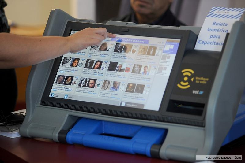 Cambios en la forma de votar. Experiencias y percepciones de las autoridades de mesa sobre el voto electrónico en las elecciones de Salta 2015