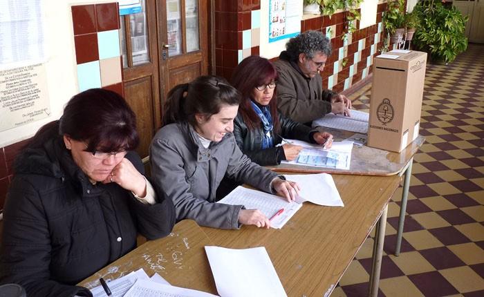 Votar en el Conurbano: La experiencia de administrar una mesa y fiscalizar la elección 2015