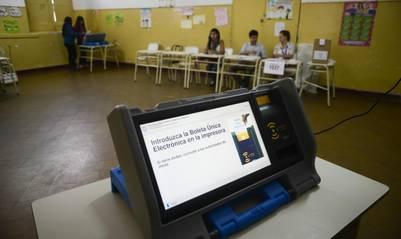 Cambios en la forma de votar: la primera elección provincial completa de un sistema electrónico de votación. Salta, 2013